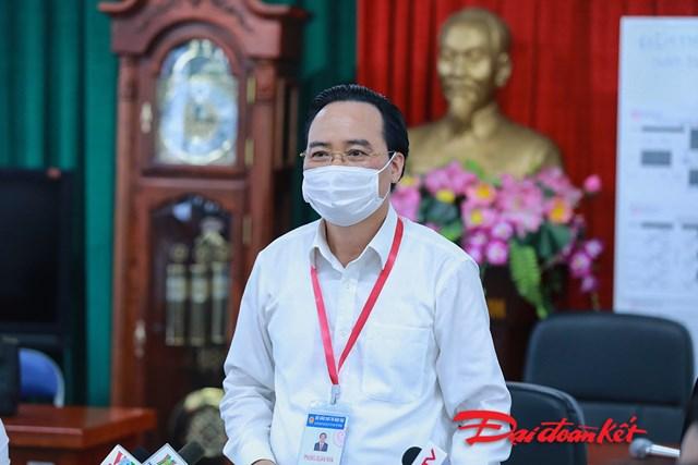 Bộ trưởng Phùng Xuân Nhạ kiểm tra điểm thi tốt nghiệp THPT 2020 - Ảnh 3