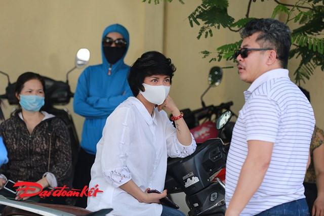 Người không đeo khẩu trang khi tiếp xúc gần với những người dù đeo khẩu trang cũng vẫn sẽ có nguy cơ gây nhiễm bệnh.