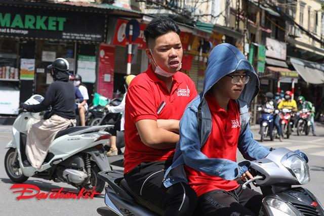 Người không đeo khẩu trang nơi công cộng bị phạt tiền tối đa đến 300.000 đồng.