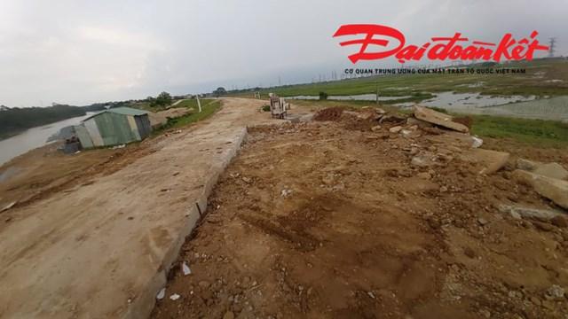 Nhiều đoạn đường hỏng được Chủ tịch UBND tỉnh Bắc Giang chỉ đạo làm lại .